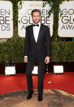 Chris Pine put on his hottest tuxedo for the Golden Globes.