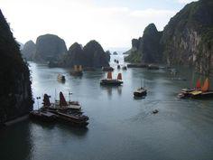Cảnh biển Hạ Long nhìn từ trong hang Sửng Sốt ra.hotobucket