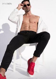 Ryan Young por Ted Sun para FAVE Men Magazine