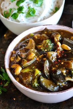 Vegan Chinese eggplant with spicy garlic sauce. Super satisfying, easy to make and rich in taste!  http://www.vegansandra.com/2016/04/vegan-chinese-eggplant-with-spicy.html