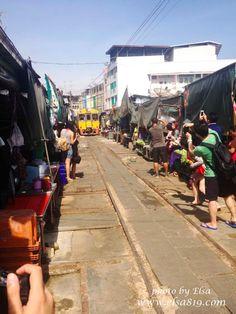 【旅遊】泰國曼谷。美功鐵道市場+安帕哇水上市場一日遊 @ Elsa ♪ 愛爾莎旅遊日記 :: 痞客邦 PIXNET ::