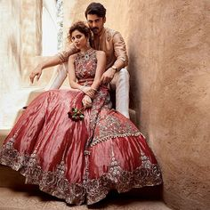 Get the delightful collection of Latest Designer Bridal lehenga. Hands-on Pakistan's most famous Designer Bridal Reception Dresses for a wedding in USA. Indian Bridal Wear, Pakistani Wedding Dresses, Wedding Lehnga, Indian Wear, Desi Wedding, Wedding Attire, Wedding Wear, Designer Bridal Lehenga, Bridal Photoshoot