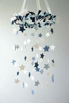 Make your own mobile - creative craft ideas for a great baby mobile - Basteln - Baby Diy Hanging Mobile, Diy Hanging, Hanging Stars, Baby Decor, Nursery Decor, Nursery Ideas, Star Nursery, Baby Crafts, Diy And Crafts