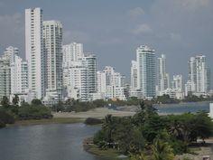 Una vista tomada desde El Laguito en Cartagena de Indias, hacia las playas de Castillo Grande.
