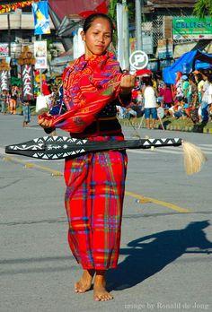 2本のスチール弦を張った 民族楽器 kudlung からは郷愁の音色が出る