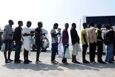 Migranti, dagli al prefetto