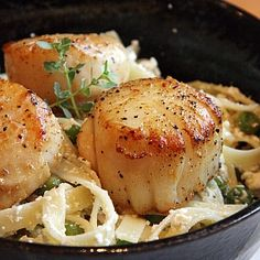 seared scallops recipe with lemon ricotta pasta and peas http://www.crumbblog.com/2008/06/easy-peasy-and-lemon-squeezy.html
