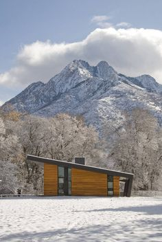 Pasture Project by Imbue Design. Tour this incredible modern home in Utah situated on a pristine pasture with an inspiring view of Mount Olympus as a backdrop. Architecture Résidentielle, Amazing Architecture, Installation Architecture, Scandinavian Architecture, Sustainable Architecture, Shed Roof, Bungalows, Cabana, Places To Visit