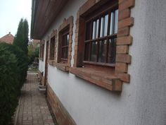 Small Apartment Bedrooms, Small Apartments, West Facing House, Bushcraft, Brick, Sweet Home, Windows, House Styles, Crafts