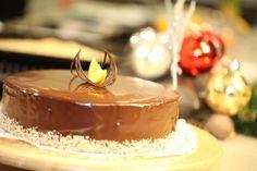 Kellemes és igényes torta, amely ötvözi a karácsony alap ízeit, olyanokat, mint a narancs, dió és csokoládé.     Diós piskóta 1 db 23 cm á...