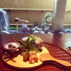 大好きな#懐石料理 のお店#井阪  今回の煮物の一品は#お皿 が#うちわ と#あさがお の形ほんとにいつも期待を裏切らない実家に帰るたび必ず来るお店 #和食 #大阪 #実家 #夏らしい #summer #PLAYFUL #osaka #japan #food #kaiseki #fan #季節毎にお皿も変わる #日本人でよかった #全13席 #要予約 #一品づつ出てくるタイミング完璧 #お腹いっぱい #3大好きな店にランクイン #大好物の天ぷらも食べれた #おいしーしあわせー by takigawa.tsg