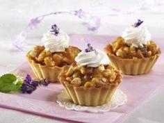 Košíčky s karamelizovanými oříšky - Recepty na každý den Sweets Cake, Holiday Cookies, Mini Cakes, Food And Drink, Pudding, Cupcakes, Cooking, Breakfast, Anna