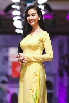 Áo dài họa tiết của Minh Châu