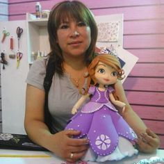 maria Isabel's media content and analytics Paper Bag Crafts, Foam Crafts, Diy And Crafts, Arts And Crafts, Porcelain Dolls For Sale, Porcelain Dolls Value, Baby Shawer, Wedding Glasses, Clay Design