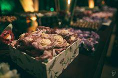 Caixa de madeira revestida com tecido floral para mesa de doces. Peça um orçamento: ateliesonhodecaixa@gmail.com