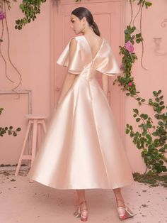 Mark Bumgarner 2019 Spring Evening Collection – The FashionBrides Gala Dresses, Satin Dresses, Elegant Dresses, Pretty Dresses, Formal Dresses, Simple Gowns, Gowns Of Elegance, Classy Dress, Beautiful Gowns