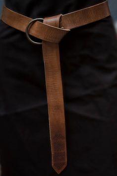 Rol Larp by CamaraDelAlquimista Leather belt. Rol Larp by CamaraDelAlquimista Medieval Belt, Medieval Clothing, Larp, Leather Belts, Leather Bag, Brown Leather Belt, Leather Accessories, Fashion Accessories, Ceinture Louis Vuitton