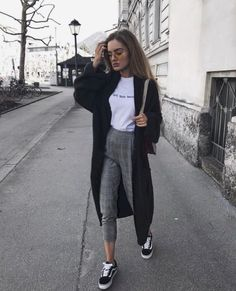 22 super comfortable outfits for students - fashion and outfit trends - Anziehsachen Mode Outfits, Fashion Outfits, Womens Fashion, Fashion Trends, Fashion Clothes, Ladies Fashion, 6th Form Outfits, Fashion Ideas, Uni Outfits