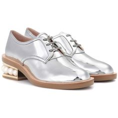 Nicholas Kirkwood Casati Pearl Leather Derby Shoes (15,715 MXN) ❤ liked on Polyvore featuring shoes, oxfords, silver, genuine leather shoes, leather oxfords, pearl shoes, leather shoes and leather footwear