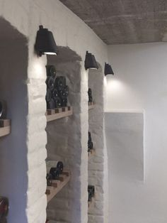 Wine cellar in a Belgian farmhouse E: love the white painted brick Caves, Cellar Conversion, Home Wine Cellars, Wine Cellar Design, Modern Ranch, Wine Cabinets, Gifts For Wine Lovers, In Vino Veritas, Italian Wine