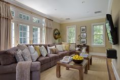 1000 images about creamy pale yellow paint colors on for Benjamin moore rich cream