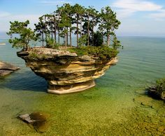 THE WORLD GEOGRAPHY: 8 Unusual Rock Islets Around the World