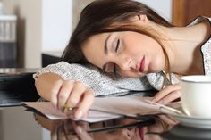 There are many chronic fatigue syndrome symptoms, which vary depending on levels of stress, how often you exercise, and how well you eat. Because of this, it can be difficult to diagnose chronic fatigue syndrome. The syndrome shares m Fatigue Surrénale, Fatigue Causes, Chronic Fatigue Syndrome, Menopause Fatigue, Fatiga Adrenal, Signs Of Adrenal Fatigue, Adrenal Health, Adrenal Glands, Toxic Mold