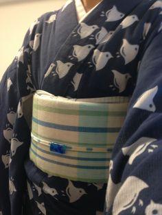 "ohnorobo:  ""千鳥の綿絽の浴衣に麻の八寸帯、三分紐は龍工房、ガラスの帯留めで涼しさアップ〜。"" Plover patterned hemp yukata and obi, ryukobo obijime, glass obidome"