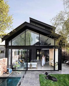 modern glass house architecture A modern extension that contrasts with its heritage facade All the colours really pop in our photo shoot with haymespaint! Style At Home, House With Porch, Facade House, House Facades, House Extensions, House Goals, Exterior Design, Exterior Paint, Modern Architecture