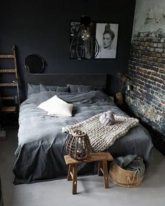 dunkles Schlafzimmer mit Wänden in mattgrauem Anthrazit und… dark bedroom with walls painted in matt gray anthracite and deco de p … dark bedroom with walls painted in matt gray anthracite and deco pan in industrial wallpaper - Brick Bedroom, Gray Bedroom Walls, Dark Gray Bedroom, Dark Bedrooms, Eclectic Bedrooms, Rustic Bedrooms, Edgy Bedroom, Master Bedroom, Gothic Bedroom