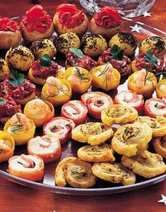 To die for. Antipasto Recipes, Recipes Appetizers And Snacks, Snack Recipes, Cooking Recipes, New Year's Snacks, Wedding Reception Food, Party Food And Drinks, Brunch Party, Food Platters
