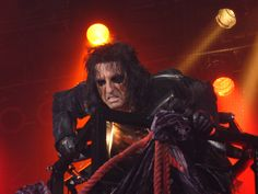 Alice Cooper - Elizabeth IN, July 2009.  Yes, I was that close :)