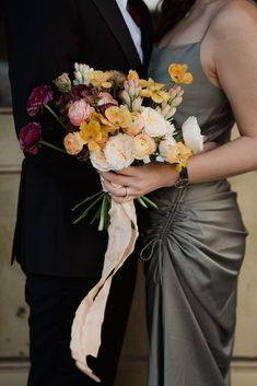 Elegant downtown Ottawa styled engagement session by Sonia V Photography. Artsy, unique photography. Ombre gatsby-inspired wedding floral bouquet. Engagements, Engagement Session, Engagement Photos, Couple Outfits, Bridesmaid Dresses, Wedding Dresses, Couple Shoot, Floral Bouquets, Ottawa