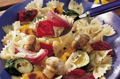 Grilled Vegetable Pasta Salad | Memorial Day marks the commencement of grilling season. That means it is time to dust off the barbecue and break out the tongs. While the meat is usually star, that does not mean the side dishes should not be as equally delicious. This grilled vegetable pasta salad is super simple to put together and a guaranteed crowd pleaser. @bettycrocker