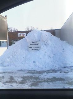 O Canada - The Wonders of Winter Meanwhile In Canada, I Am Canadian, Canadian Humour, Canadian Things, Funny Commercials, Lol, To Infinity And Beyond, Funny Signs, Just For Laughs