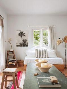 Esta encantadora casa de verano se encuentra en Las Salinas, un parque natural en la isla de Ibiza. Vemos que...