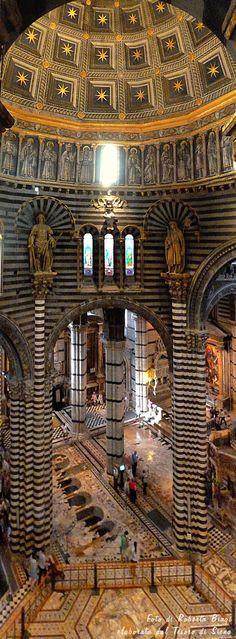 Il Duomo di Siena, tra cielo e terra. Foto di Roberta Biagi