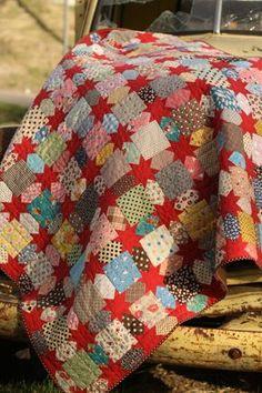 Yep, I'm going to make this one. I have tons of scraps that are just begging for a project like this. :) Offering you a selection of accessories to help you with your Quilting and Patchwork and making your life easier :) Star Quilt Patterns, Star Quilts, Scrappy Quilts, Quilt Blocks, Star Blocks, Quilting Fabric, Charm Pack Quilt Patterns, Patchwork Quilting, Rag Quilt