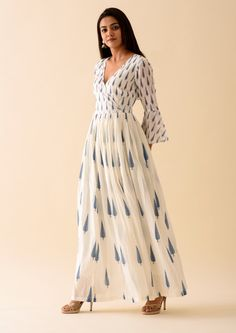 Traditional mini mogra block print kurta, crafted in soft mulmul. Bell Sleeves and Buttoned Front. Simple Kurti Designs, Kurta Designs Women, Pool Party Dresses, Angrakha Style, Tuck Dress, Dress Indian Style, Floral Maxi Dress, Cotton Dresses, Dress Patterns