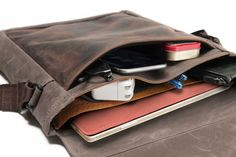 "The bag I want : sfbags.com Waterfield bags : Large size accommodates the 15""  Macbook Pro ::  https://www.sfbags.com/collections/tablet-bags/products/field-muzetto"