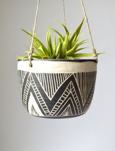 Concepts on How You Can Use Pottery for Your Consuming Room Decorative Planters, Ceramic Planters, Hanging Planters, Plantas Indoor, Pots D'argile, Indoor Plant Pots, Indoor Herbs, Indoor Gardening, Creation Deco