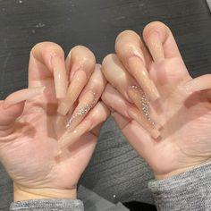 Sparkling nude nails with rhinestones Bling Acrylic Nails, Best Acrylic Nails, Rhinestone Nails, Nail With Rhinestones, Nude Nails With Glitter, Claw Nails, Aycrlic Nails, Stiletto Nails, Nail Swag