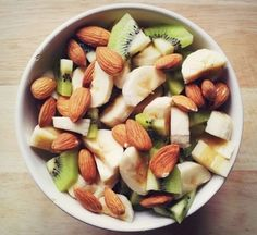 Kiwi + Banana + Almonds ❤️ some healthy inspiration for the coming week! #health #inspiration #loveyourbody