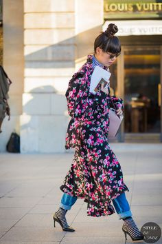 Style Bubble:  Wearing Vêtements dress, Uniqlo poloneck, Toga jeans, Stance striped socks, Dior sunglasses, Dior Essence heels and Alexander McQueen bag.  Photograph from Style du Monde