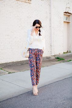 Not sure I could pull it off but I LOVE floral/printed pants. How to Style Floral Pants | Kendi Everyday