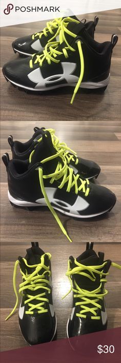 Boy's Under Armour UA Crusher RM NWOT Under Armour Cleats. Size 4 Under Armour Shoes
