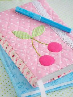 Book cover diy hands Ideas for 2019 Sewing Crafts, Sewing Projects, Projects To Try, Patchwork Quilt, Fabric Book Covers, Bible Covers, Fabric Journals, Notebook Covers, Journal Covers