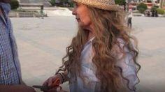 بعد عام على نذرها.. الممثلة رغدة تقص شعرها في حلب بعد سيطرة النظام عليها