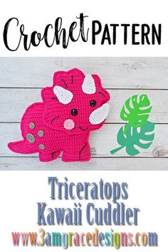 Triceratops Dinosaur Kawaii Cuddler™ - Crochet Pattern Our Triceratops crochet pattern & tutorial makes an adorable pillow for you or your dinosaur lover. These would be perfect for a photo shoot or birthday party! Crochet Dinosaur Patterns, Crochet Applique Patterns Free, Crochet Patterns Amigurumi, Crochet Dolls, Knitted Dolls, Free Pattern, Kawaii Crochet, Cute Crochet, Crochet For Kids