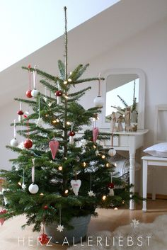 Adorable Christmas tree with red & white ornaments❣